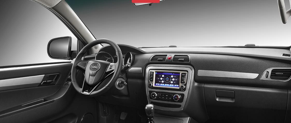 Volante, espejo lateral, panel y pantalla de auto
