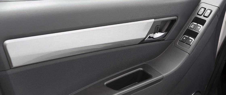 interior de puerta de auto