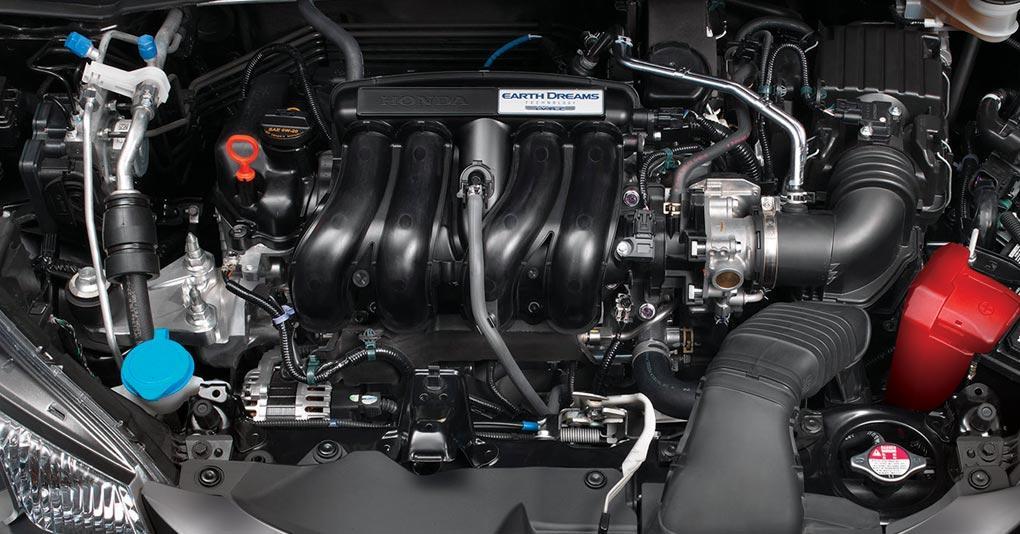 Honda Fit 2019 panorámica del motor