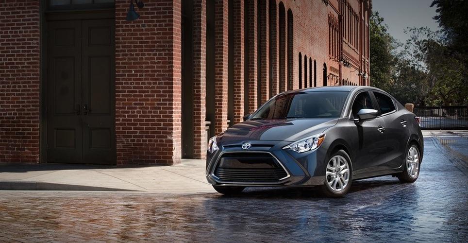 Toyota Yaris R 2019 columnas