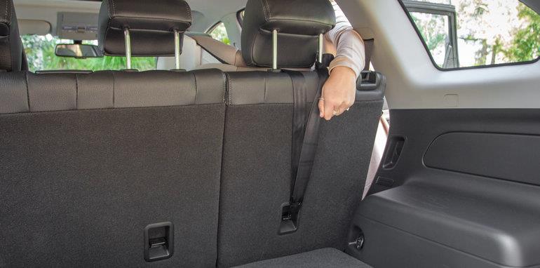Ajustando cinturón de seguridad