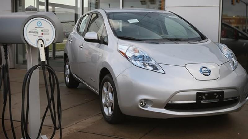 Modelo Nissan recargando