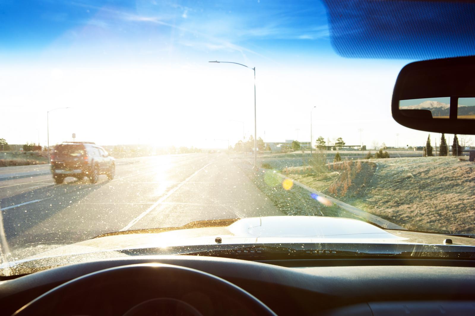 Conducir frente al sol