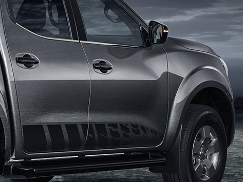 Nissan NP300 Frontier LE Midnight Edition 2020
