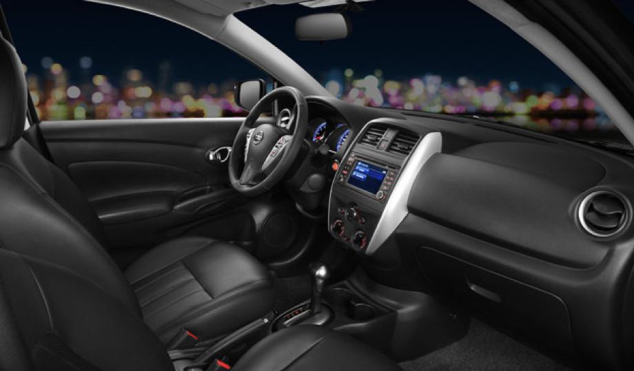 Interior del Nissan Versa Exclusive