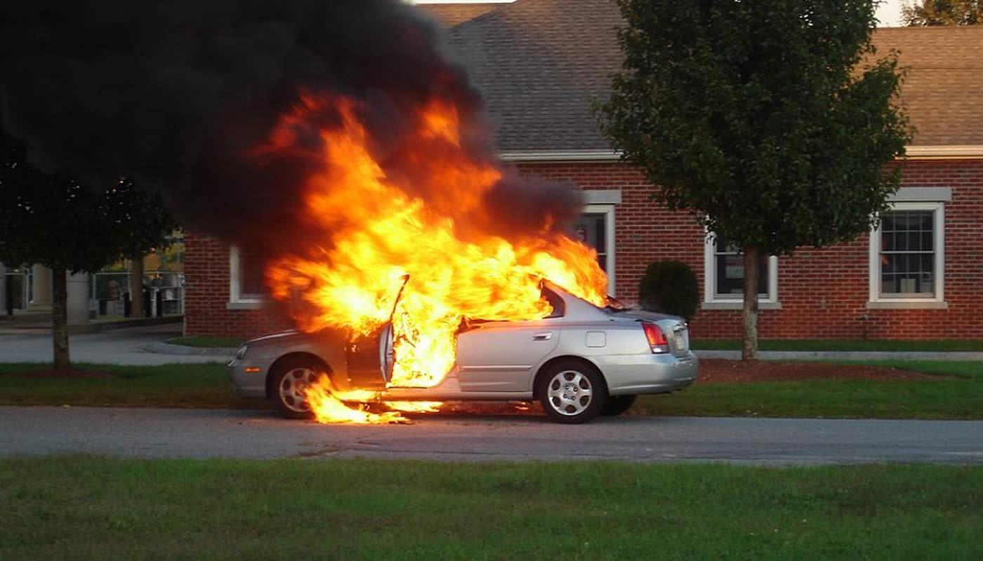 Incendio en auto