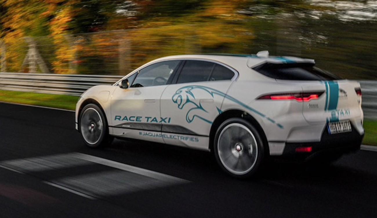 Jaguar Race Taxi rodando