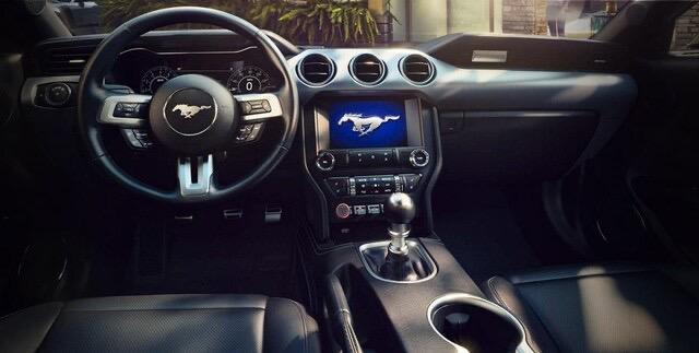 ford mustang precio interior