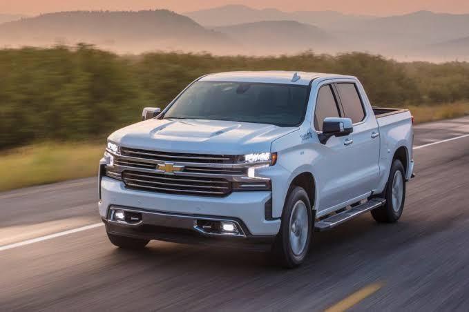 Chevrolet Cheyenne en carretera