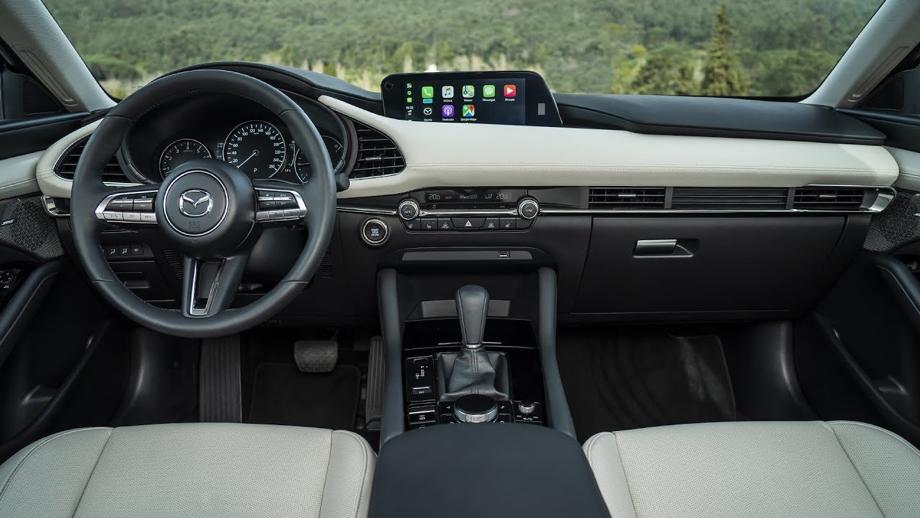 Interior del Mazda 3 Sedán i