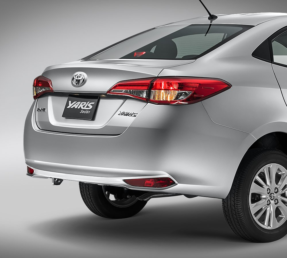 Toyota Yaris Sedán S 2019 reverso