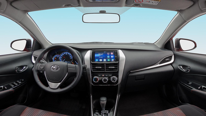 Interior del Toyota Yaris Sedán S MT