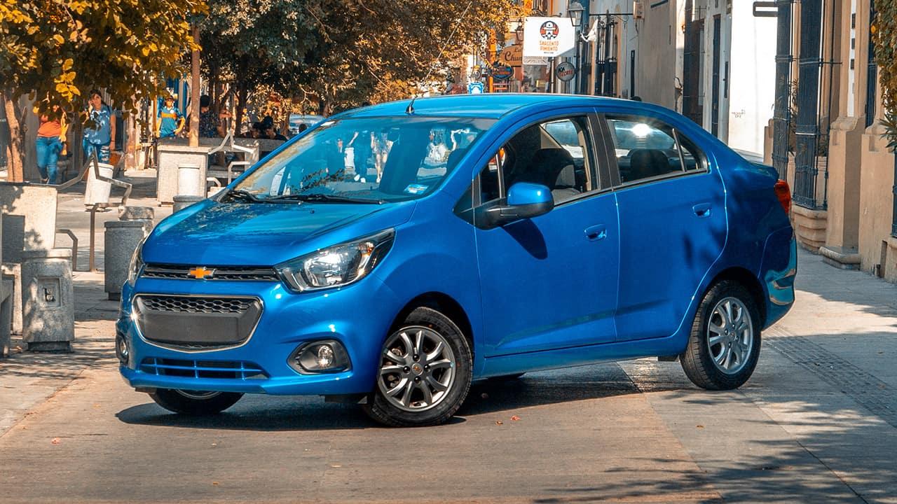 Comparativa Chevrolet Beat Notchback 2020 Vs Renault Logan Intens 2019