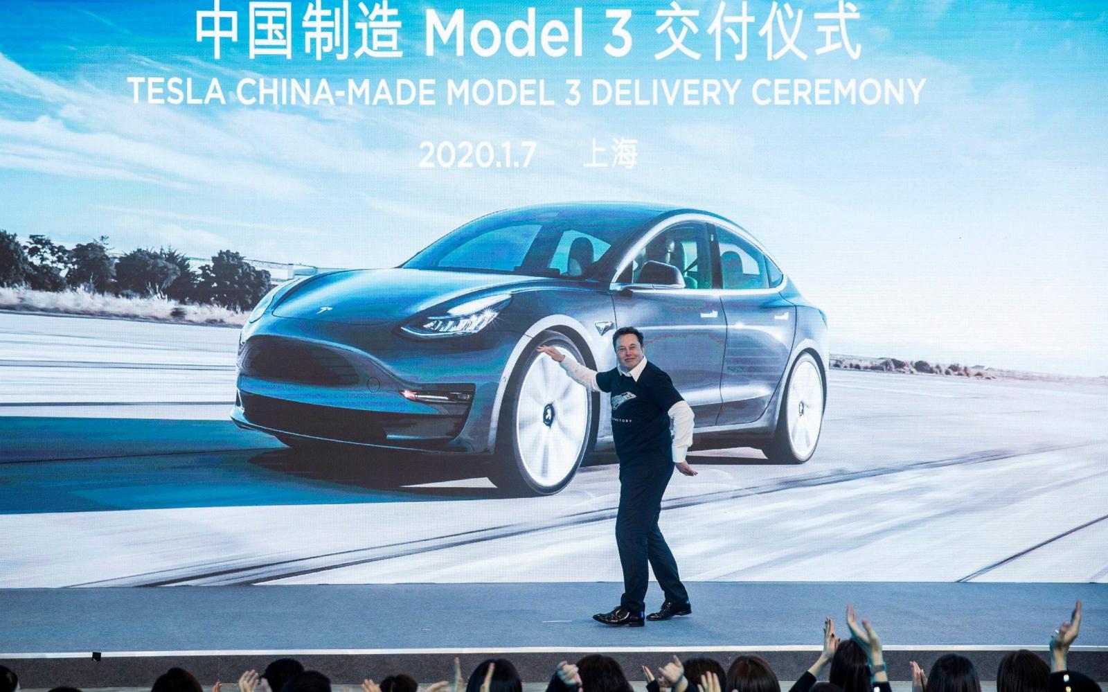 Gobierno chino llama la atención a Tesla