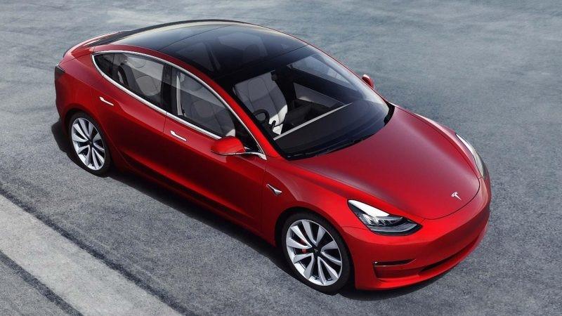 Tesla Model 3 estacionado