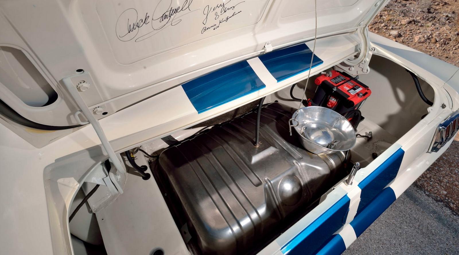 Este Mustang Shelby GT350 fue manejado por grandes