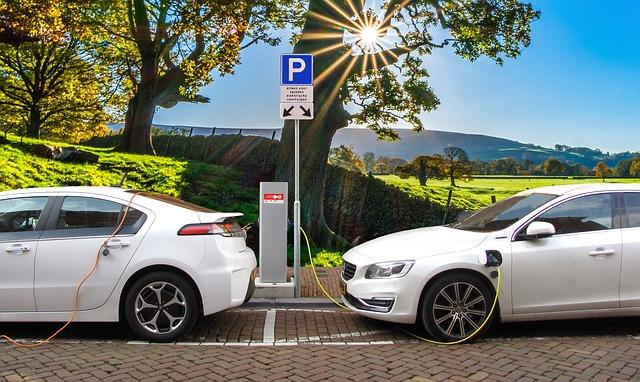 ¿Son realmente los autos eléctricos más limpios que los de combustión interna?