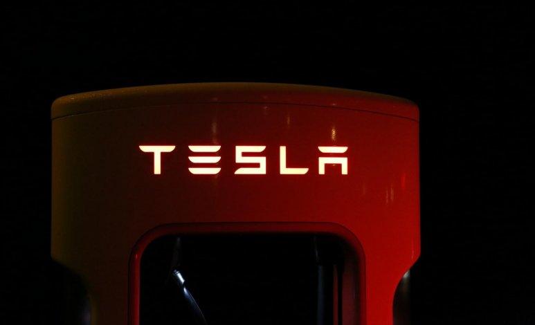 Hackea el Tesla Model 3 y llévatelo a casa