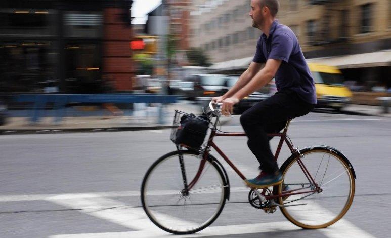 Consejos para manejar de manera segura junto con los ciclistas