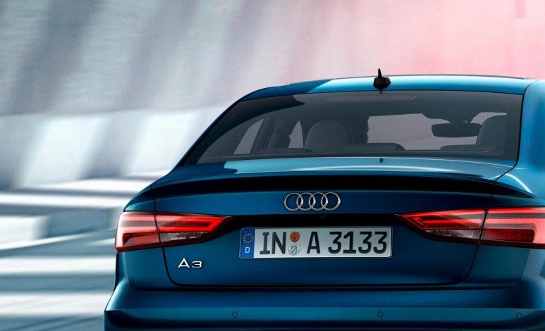 Comparativa Audi A3 Sedán 35 TSFI Dynamic 2019 vs. BMW 118iA Sedán Sport Line 2019