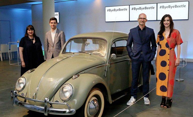 Volkswagen le dice adiós al Beetle con emotivo evento