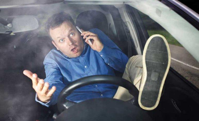 10 malos hábitos de manejo que están dañando tu automóvil