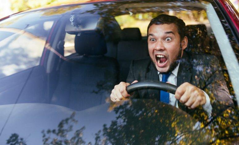 Otros 10 malos hábitos que están dañando a tu automóvil