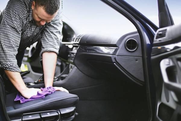 Cómo lavar las vestiduras de tu automóvil