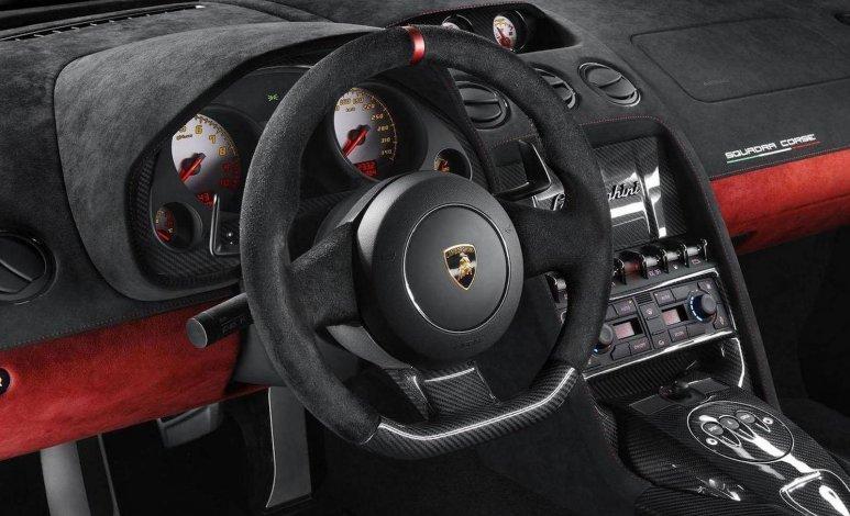 ¿Cómo mantener en buen estado la alcantara de tu auto?