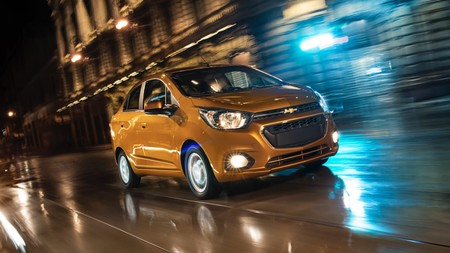 Comparativa Chevrolet Beat Notchback 2020 vs. Renault Logan Intens 2019