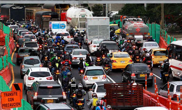 ¿Cómo pueden convivir mejor automovilistas y motociclistas?