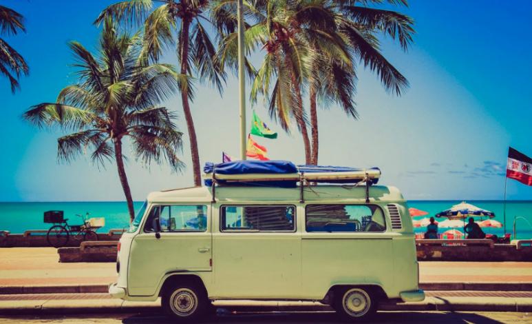 ¿Vas a la playa? Cuida así tu auto de la arena