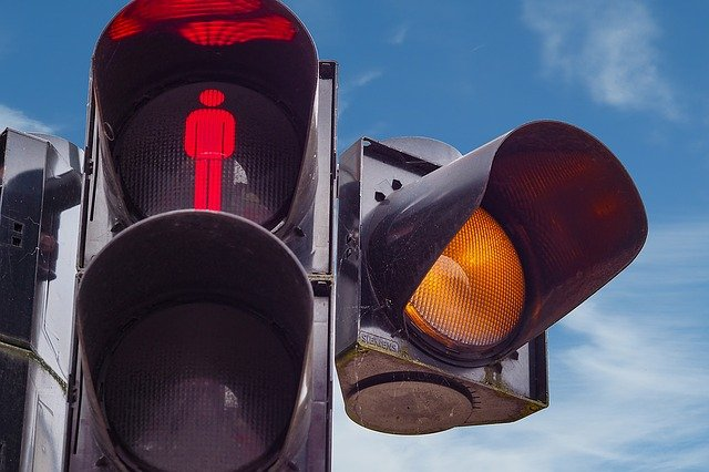 De vuelta al semáforo rojo: prepara tu auto