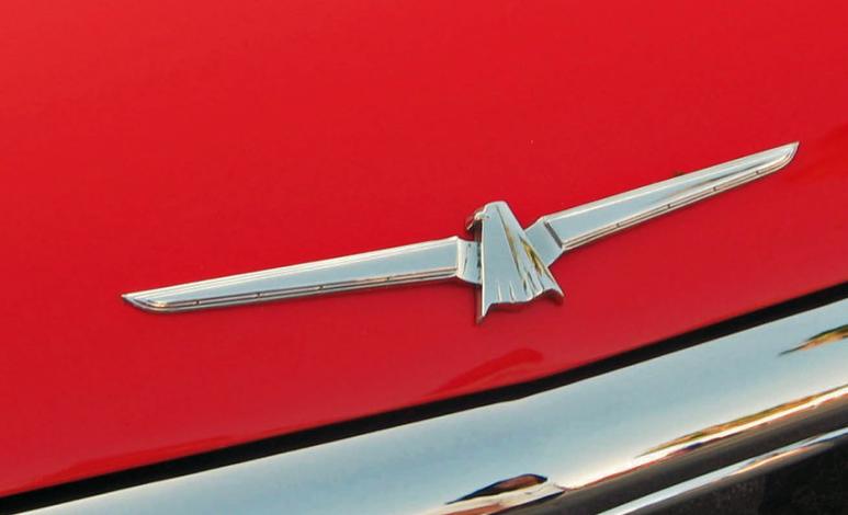 Ford relanzaría el Thunderbird, ¡inspirado en el Corvette!