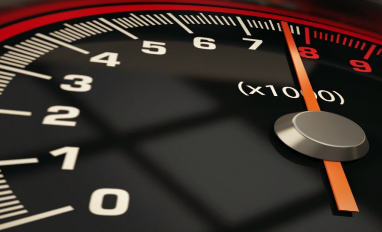 Por qué un auto se acelera o desacelera solo
