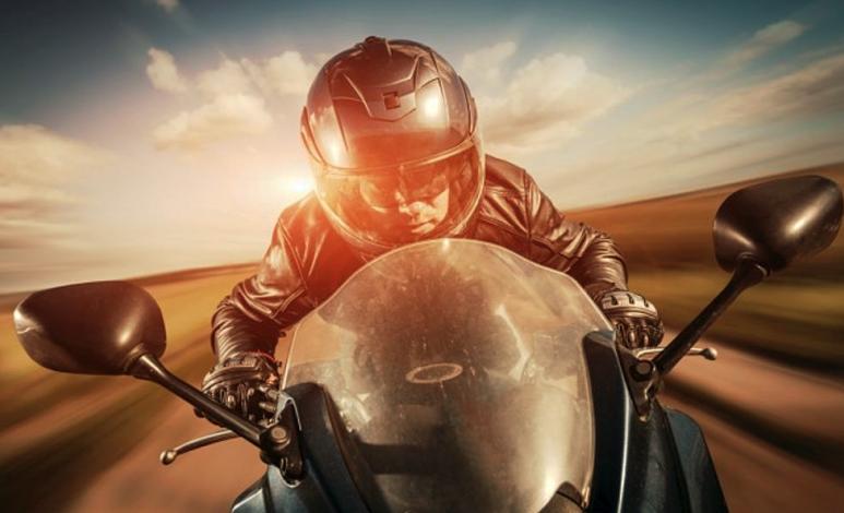 Diferencia de frenado entre un auto y una moto